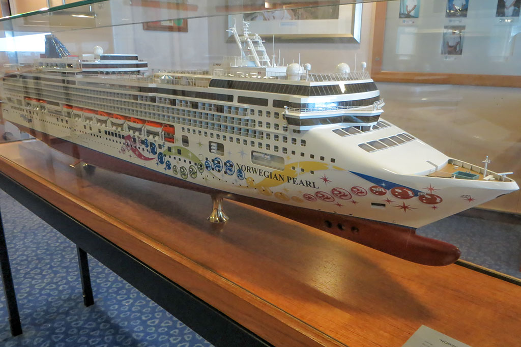 Model of the Norwegian Pearl in the Bridge Observation Room
