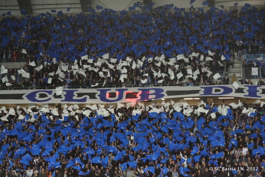 Loin de la réalité des tribunes dans l hexagone, le SC Bastia accède à la  D1, quelques photos de leur montée   6192aa092fc