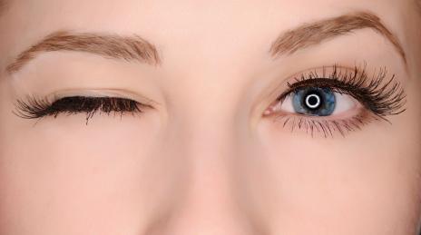 Mắt trái giật liên tục là dấu hiệu gì