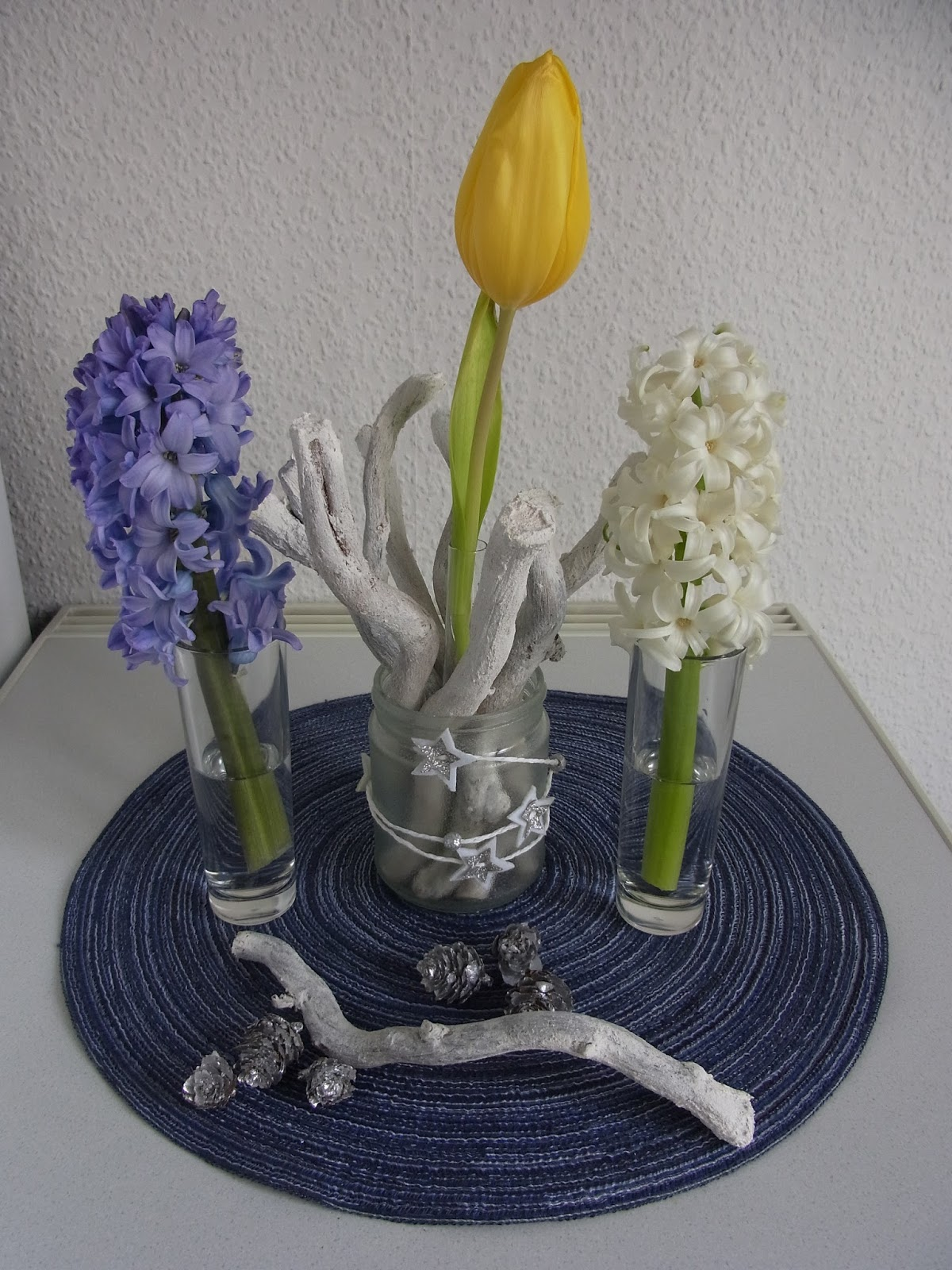 buntes bastelschaf blumenfreitag tulpen und hyazinthen. Black Bedroom Furniture Sets. Home Design Ideas