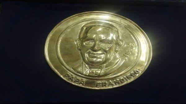 Colombia crea 100.000 monedas con el rostro del papa Francisco
