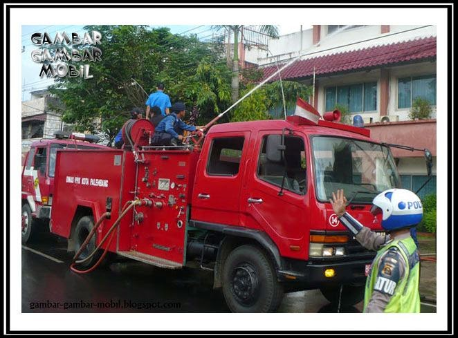 Gambar Mobil Pemadam Kebakaran Cinta Kartun