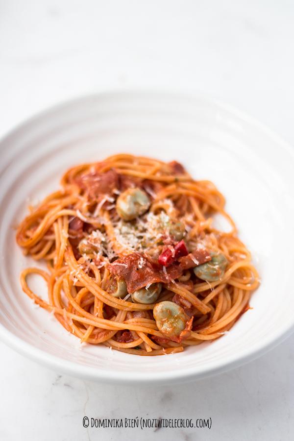 pasta, makaron, szynka, pomidory, bób