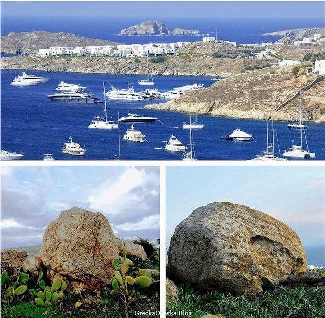 Skalisty obraz Mykonos na tle lazurowgo morza i błękitnego nieba. Białe statki na greckim morzu, Mykonos Cyklady.