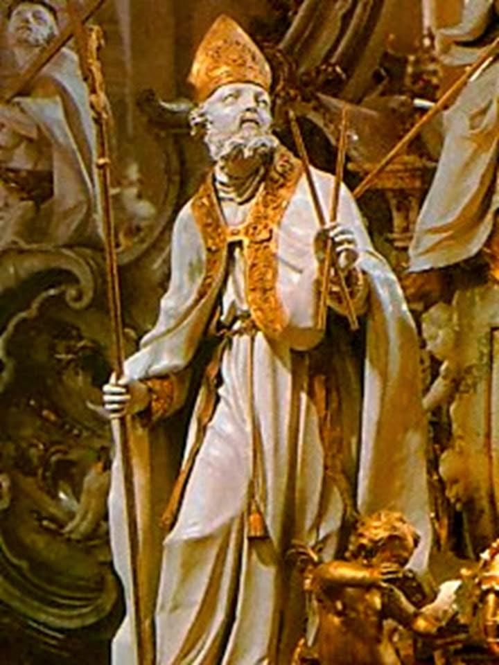 escultura de san blas vestido de obispo rodeado de angelitos