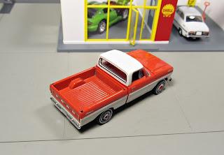 GreenLight   Ford F-100 pickup truck