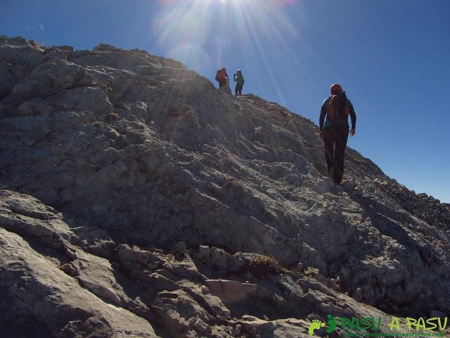 Llegando a la cima del Llambrión