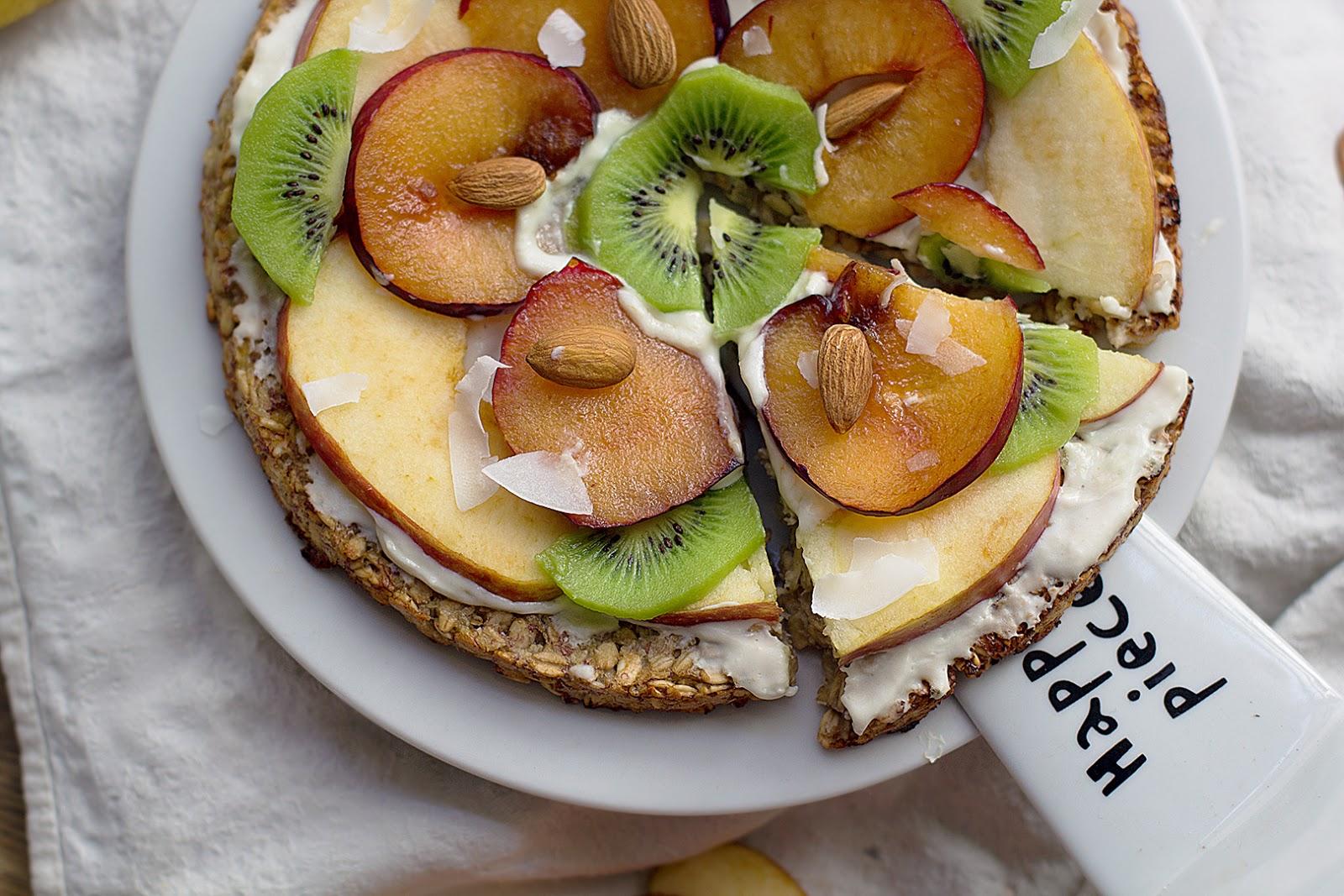 PIZZA DULCE CON masa de banana y frutas