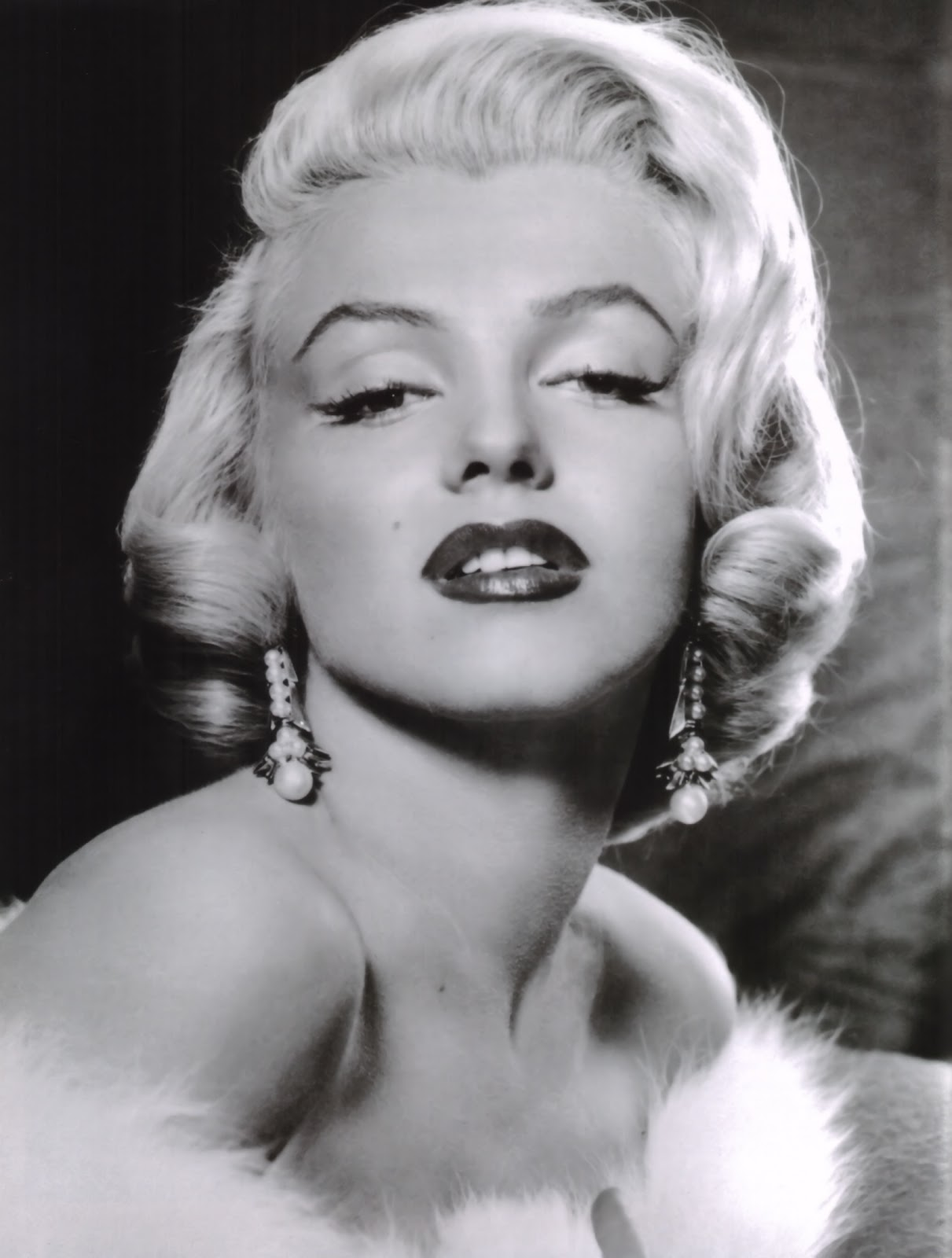 Marilyn Monroe Living Room Decor: It's The Pictures That Got Small ...: THE FRIDAY GLAMOUR 15