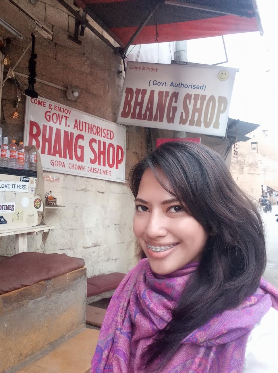 Drinking bhang lassi in Jaisalmer India | Ummi Goes Where?