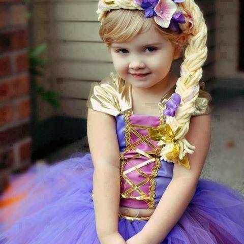 güzel sevimli, tatlı, masum kız bebek resmi