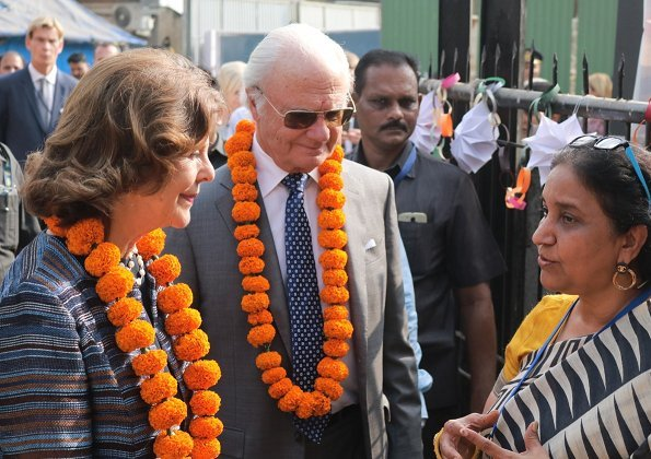In the afternoon, the King and Queen visited Doorstep School, which gives poor children free education and homework help