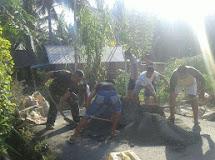 Mengantisipasi Banjir di Musim Penghujan, Babinsa Ajak Masyarakat Perbaiki Saluran Air