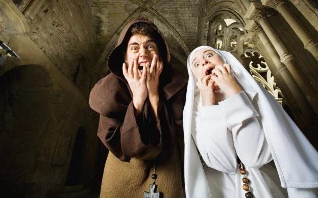 Seks përpara priftit