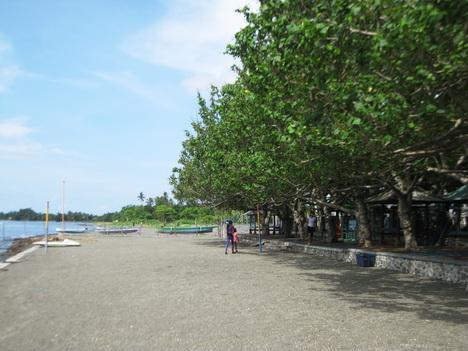 pantai lapade sumbawa besar