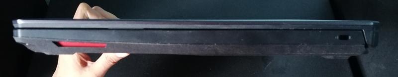 sisi kanan ASUS TUF Gaming FX505D