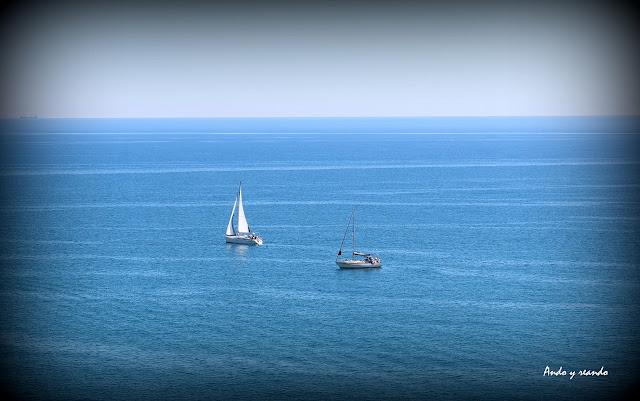 Barcos en el mar Mediterráneo