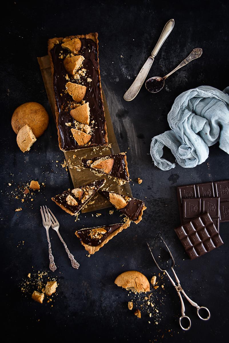 Krucha tarta z dżemem borówkowym i kremem czekoladowym
