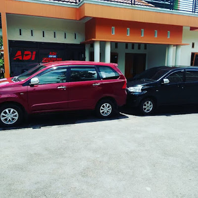 Armada Mobil Avanza di Depan Kantor Adi Rental Mobil Purwokerto