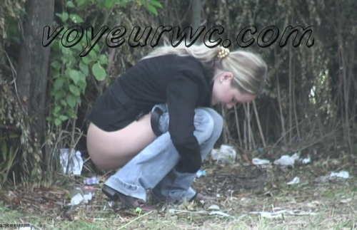 PissHunters 9620-9635 (Spy Girls Peeing Outdoor)