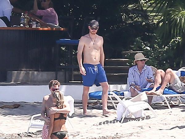 Książę Harry na plaży + więcej.