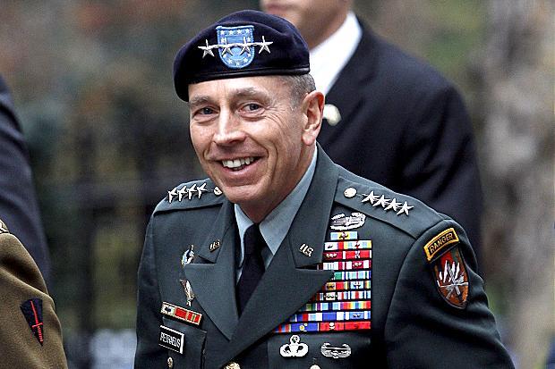 General David Petraeus, um dos militares mais proeminentes dos Estados Unidos, indicou que estaria disposto a servir na administração do presidente eleito Donald Trump, se solicitado