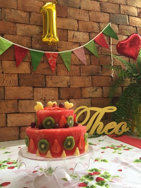 bolo feito de fruta natural