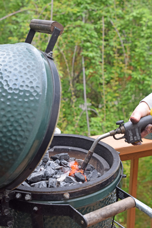 Firing up a Big Green Egg Mini-Max using a MAPpro gas torch