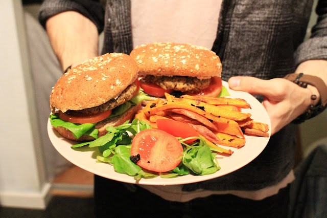 vegan burger, vegan meal, easy vegan meal, nutreelife, veggie burger, vegan burger recipe, easy vegan