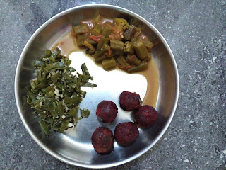 Pearl millet Veg dumplings (Kambu Kai kolukkattai) with Carrot-Beetroot-Onion, Broad beans poriyal, Ladies finger curry