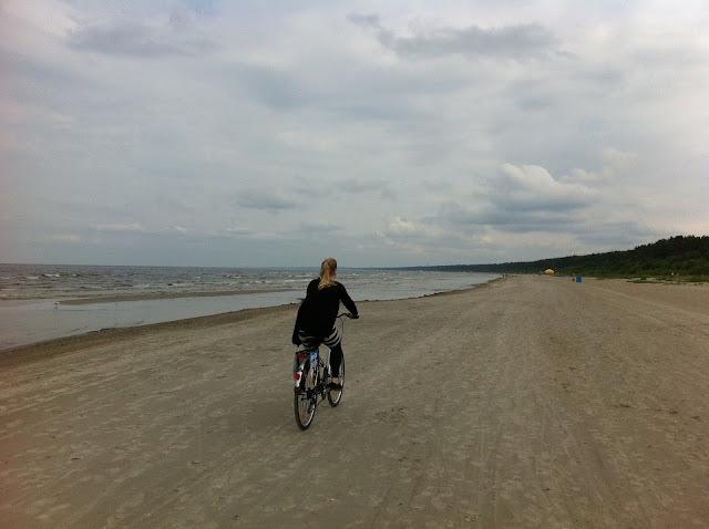 pyöräily rannalla raskaus