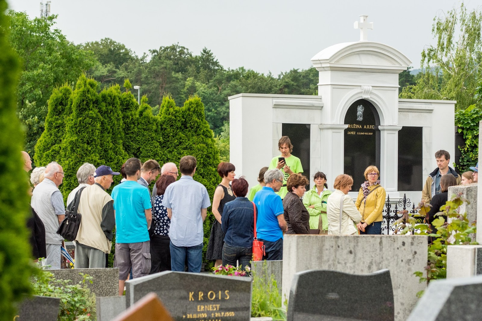 Guided tour at the Pobrežje Cemetery