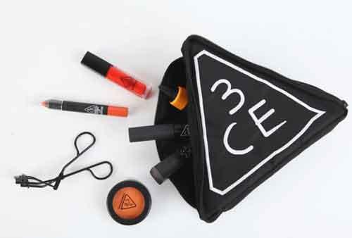 29k - Túi đựng mỹ phẩm tam giác 3CE giá sỉ và lẻ rẻ nhất