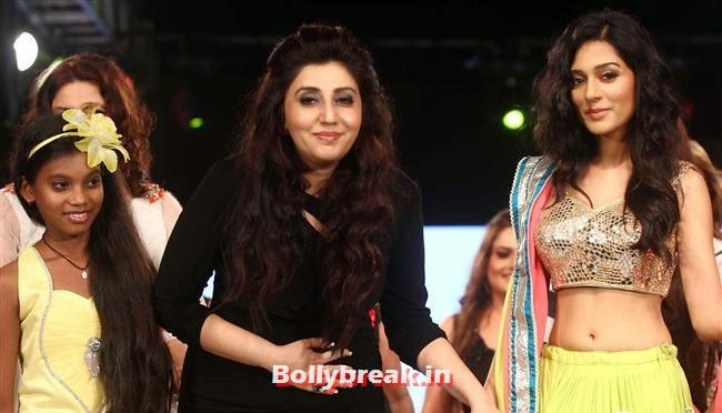 Amrita Rao, Celebs Sizzle in Ramp at Charity Fashion Show of Smile Foundation