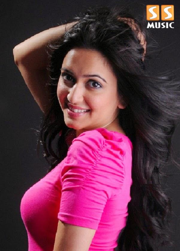 Kriti Kharbanda's Hot & Cute Photoshoot Photo gallery