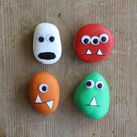 Decoración para Halloween con piedras pintadas monstruos