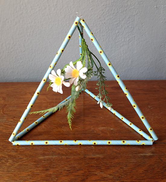 centro de mesa, arranjo, arranjo pirâmide, pirâmide canudo, enfeite Natal, enfeite, a casa eh sua, acasaehsua, upcycling, reciclagem, faça você mesmo, diy,