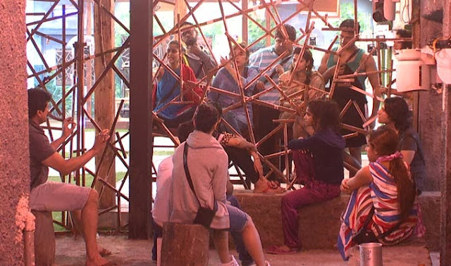 Bigg Boss 7 contestants talking through the wall of Jannat (Heaven) and Jahannum (Hell)