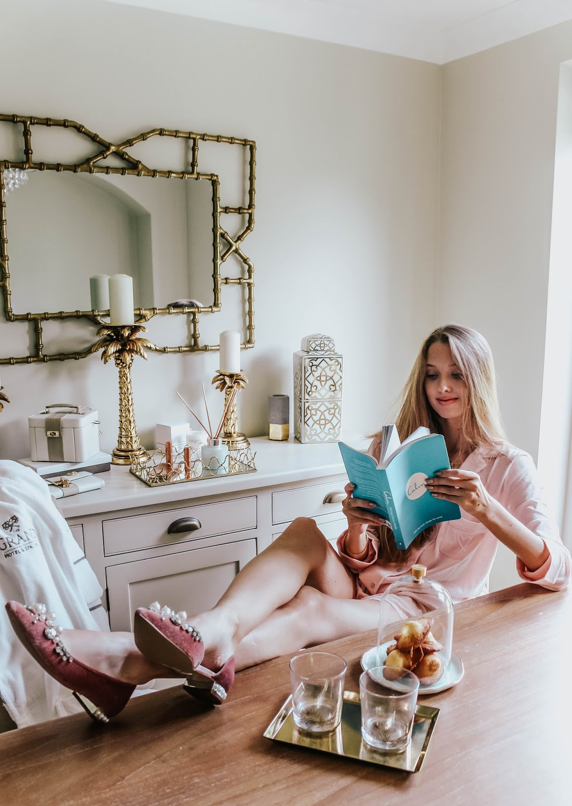 Luxury Home Decor Reading Scene
