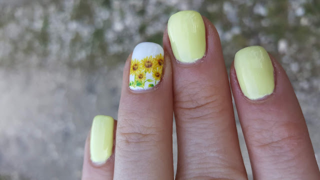 Wiosenne, żółte paznokcie ze słonecznikami