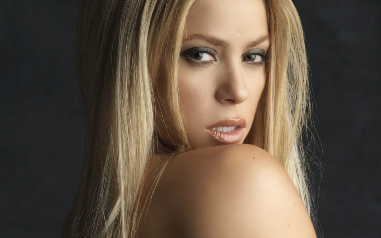 Free Cute Wallpapers With Quotes Lovable Images Beautiful Shakira Hd Wallpapers Free