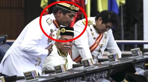 GEMPAR. Khairy Jamaluddin Tiba-Tiba Minta Maaf Di Parlimen. Puncanya Buat Ramai Terkedu.