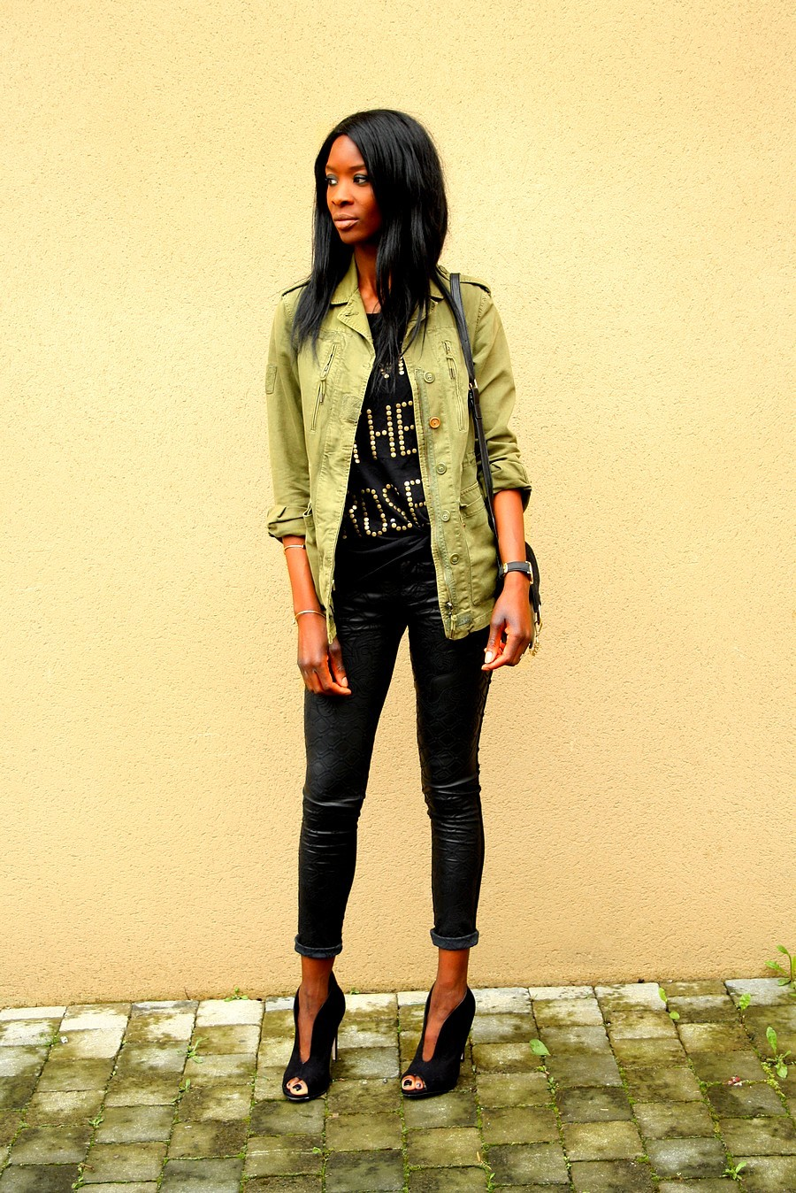 look-casual-rock-parka-kaki-zara-blog-mode-chloe-faye-slim-cuir-bottines-ouvertes