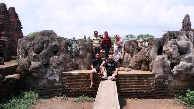 Tim penjelajah Goa Sunyaragi