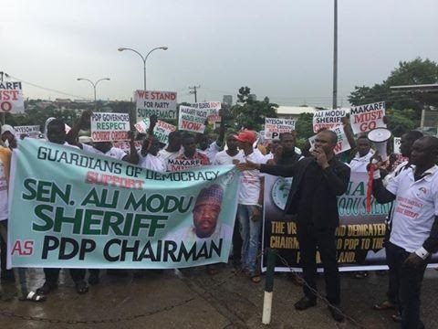 Happening Now: Pro & Anti-Sheriff Protesters Clash At PDP Secretariat, See Photos