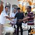 Richard ARG Serahkan 2 Kambing Kurban di Kecamatan Lempuing