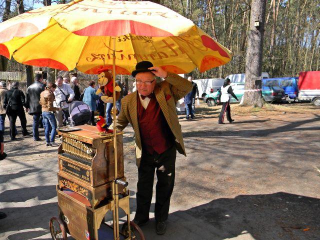 katarynka, parasol, festyn, Ochla