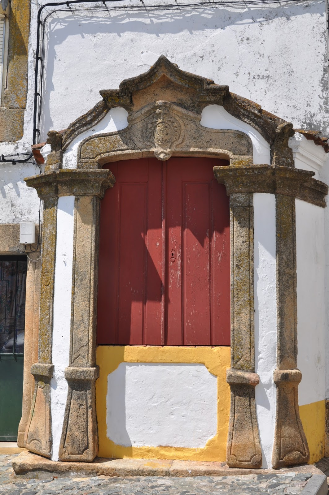 Iolanda andrade castelo de vide alentejo portugal the castle existence of a jewish quarter outside its walls such as jewish symbols carved into door frames and the small sefardite synagogue itself have turned it buycottarizona Images