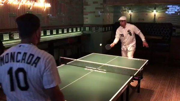 No se le puede culpar a Abreu por tratar dar un bambinazo durante un evento de tenis de mesa del club el jueves, frente a su compatriota y paisano Yoan Moncada.