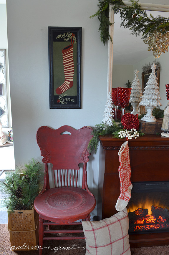 Living room decorated for Christmas | www.andersonandgrant.com